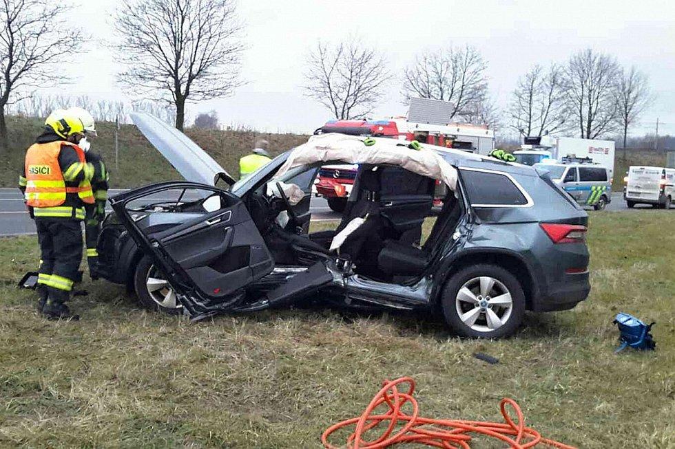 KE střetu dvou osobních vozidel došlo na křižovatce silnic I/35 a I/43.