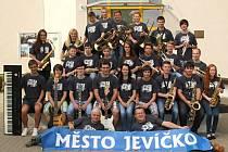 ETIEN BAND. Orchestr Základní umělecké školy v Jevíčku je nejlepší ve své kategorii v celé České republice. Dokázal to na národní soutěži v Litvínově.