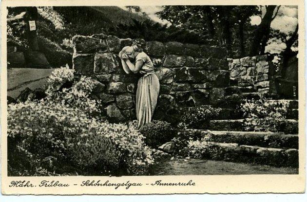 Socha Plačící Anny na Křížovém vrchu vMoravské Třebové.