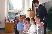 První školní den začal v Oldřiši o týden později