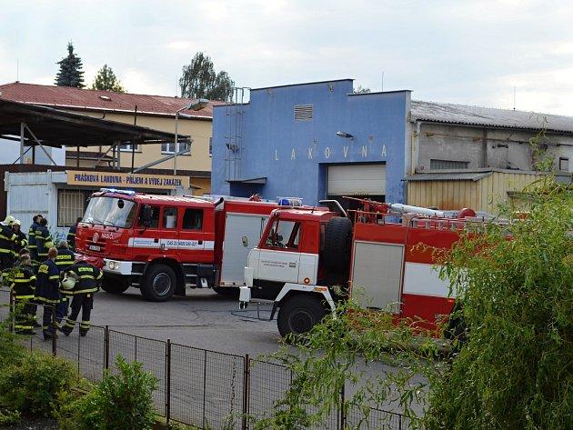 V Litomyšli hořela lakovna, k ohni muselo šest hasičských jednotek.
