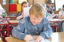 Zcela poprvé si vysvědčení  odnesli domů  žáci první třídy Základní školy v Němčicích.