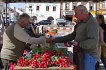 Trhovci přijíždí do Poličky pravidelně.