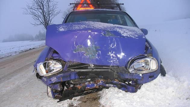 Ve čtvrtek havaroval na silnici druhé třídy u obce Pomezí opel