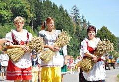 Trstěnice je také vesnice, kde udržují staročeské tradice. Jednou z nich jsou dožínky s krojovaným průvodem, které se konají pravidelně ve druhé polovině srpna.