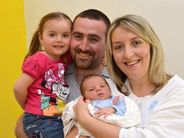 JAKUB JUKL. Narodil se 28. března Lence a Jaromírovi z Pomezí. Měřil 51 centimetrů a vážil 3,75kilogramu. Má sestřičku Vanesu.