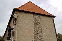 Kamera na hradě Svojanov bude dohlížet na přístupovou cestu, na světce i na hrady. Jedna je na domě zbrojnošů.