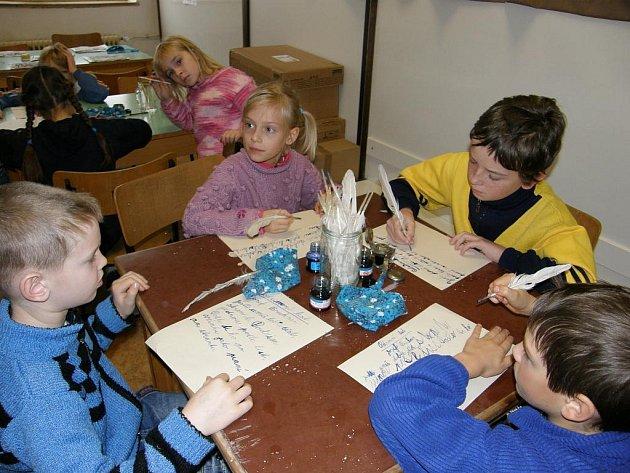 Žáci tří malotřídních škol se sešly ke společné práci.