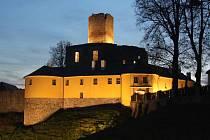 Osvětlený hrad Svojanov.