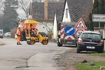 """Lidé v Hradci nad Svitavou si stěžují na """"ošizenou"""" opravu silnice."""