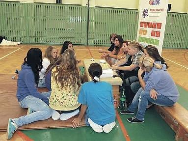 Již posedmé zorganizovala zdravotnická škola se Státním zdravotnickým ústavem interaktivní preventivní program Hrou proti AIDS.