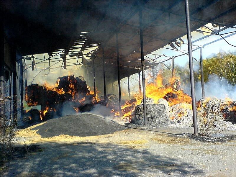 Požár seníku. Korouhev 2008.