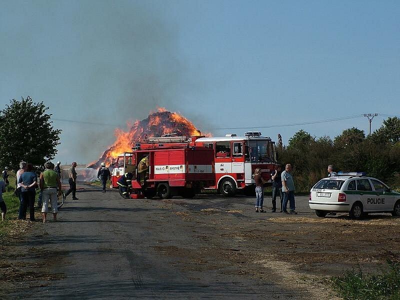 Požár stohu v Bystrém v roce 2006.