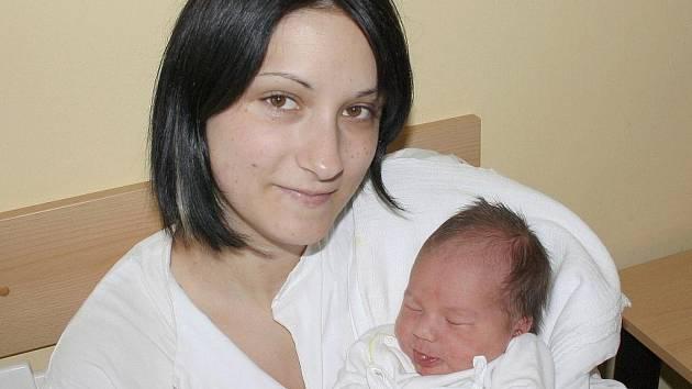 LEOŠ AMORT. Nela a Filip z Moravské Třebové mají od 2. května druhého syna. Narodil se ve Svitavské nemocnici v 5.55 hodin. Hošík měřil 52 centimetrů a vážil 3,75 kilogramu. Doma na brášku čeká dvouletý Filípek.