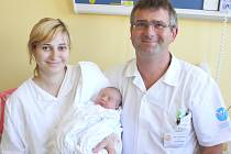 DMITRIJ ALEŠIN. Chlapec přišel na svět 13. srpna v 8.19 hodin ve svitavské porodnici. Sestřičky mu navážily 3,2 kilogramu a naměřily 49 centimetrů. Se šťastnými rodiči Jaroslavou a Dmitrijem bude bydlet ve Svitavách.