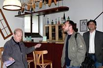 Selesián otevřel bar.