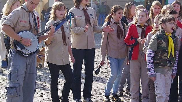 Moravskotřeboští skauti slavili pětasedmdesátiny. Na náměstí postavili tábor.