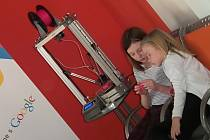 Ve svitavské knihovně si mohli zájemci vyzkoušet 3D tiskárnu.