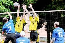 Poličští muži (v modrých dresech) vyhráli zaslouženě ve Svitavách.