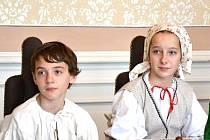 ÚČASTNÍCI 15. dětského mezinárodního folklorního festivalu Tradice Evropy na návštěvě na svitavské radnici.
