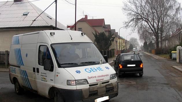 Srážka dvou osobních vozidel ve Svitavách.