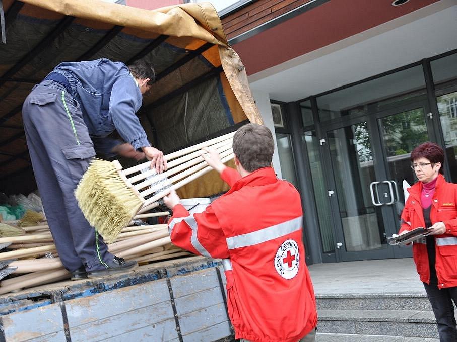 Humanitární pomoc odvezli hasiči z Jevíčka na Moravu.