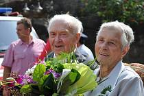 """Diamantoví""  manželé Anna a Jan Peťurovi. V sobotu oslavili v budislavském  kostele  Boží lásky  šedesát let společného života."