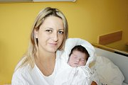 SÁRA DOPITOVÁ. Holčička se narodila 20. listopadu v jednu hodinu odpoledne. Vážila 3,8 kilogramu a měřila 50 centimetrů. Doma bude v Pohledech, kde už se na ni těší sestřička Sophie.