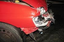 Řidič usedl s alkoholem za volant a boural.