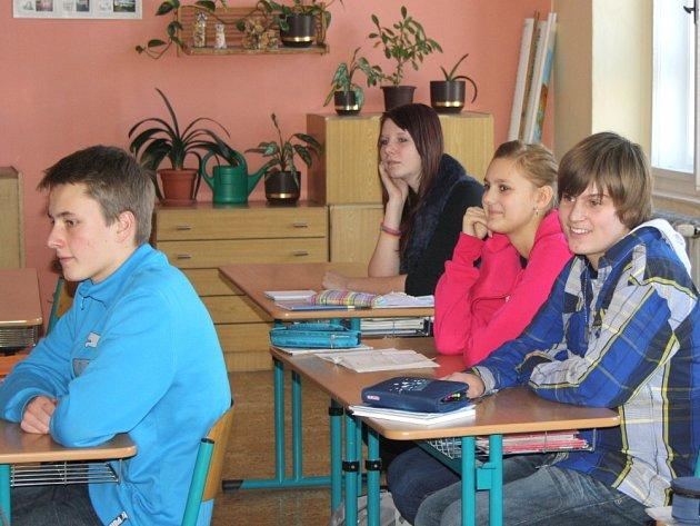 ŽÁCI DEVÁTÝCH tříd mají tento týden poslední možnost rozmyslet si, kam po základní škole.