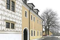 ČÁST ZÁMKU v Bystrém. Takzvaný menší zámek, kde Jaroslav Hubálek se svou rodinou žil v letech 1935 – 1939 .