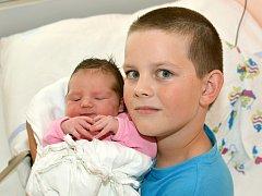 BÁRA STŘEŠTÍKOVÁ. Narodila se 8. září Kateřině a Michalovi ze Svitav. Měřila 51 centimetrů a vážila 3,85 kilogramu. Má brášku Matěje.