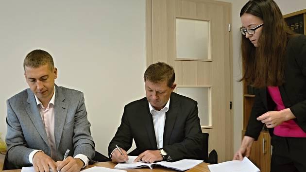 Podpis smlouvy s INou.