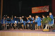 """MLÁDEŽNICKÉ ORCHESTRY předvedly svoje umění na desátém ročníku festivalu dechových orchestrů v Jevíčku. Jako zpestření programu vystoupily i mažoretky """"Ze zámečku do světa""""."""