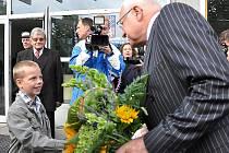 HISTORICKÝ OKAMŽIK. Václav Klaus jako první český  prezident přijel v roce 2010 do Litomyšle, aby na základní škole T. G. Masaryka zahájil nový školní rok.