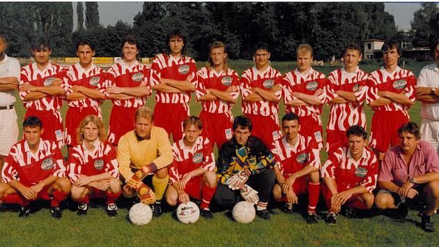 Tento kolektiv vedený hrajícím trenérem Václav Kárníkem (v horní řadě druhý zleva) měl v novodobé historii největší šanci, jak posunout litomyšlský fotbal na divizní úroveň. Bohužel se to nepodařilo.