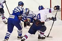 Dotlačit puk do soupeřovy svatyně, to je problém, který se litomyšlským hokejistům málokdy podaří vyřešit.