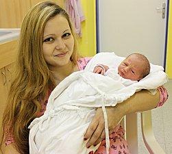 JAKUB ŠEVČÍK je syn Michaely a Leoše z Poličky. Přišel na svět 13. listopadu ve 20.25 hodin. Vážil 2,4 kilogramu a měřil 47 centimetrů.