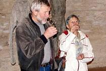 Lidé koštovali mezi sochami Olbrama Zoubka Svatomartinská a mladá vína z letošní sklizně.