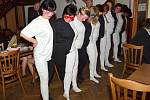 Černobílý tanec na plese v Pohodlí.
