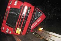 Nehoda kamionu u pily na Řídkém.