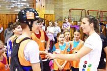 Pod dohledem hvězd. Školáci z Dolního Újezdu strávili úžasný den s Kateřinou Kudějovou a dalšími olympioniky.