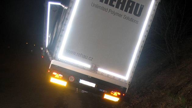 Nákladní vozidlo havarovalo u obce Kunčina.