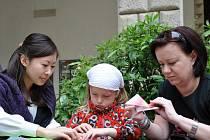 Japonská kultura.  Aplaus sklidili hráči  na bubny taiko.  Děti lákaly skládanky origami. Lidé vyzkoušeli také kaligrafii.