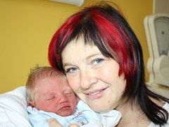 JIŘÍ BARTOŠ. Hoch se narodil devátého října v 11.46 hodin. Vážil 2,72 kilogramu a měřil 48 centimetrů. Tatínek Martin byl mamince Iloně u porodu oporou. Doma v Opatově se na brášku těší  tříletý Tomáš.