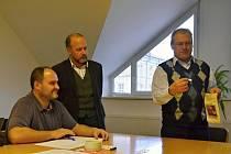 Losování měla na starost speciální komise. Jejím členem byl i starosta Radomil Kašpar