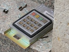 Pokus o krádež bankomatu v Moravské Třebové.