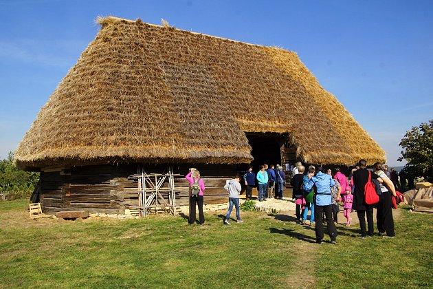 Polygonální stodola po opravě.
