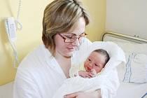 ALEXANDRA AGU. Milada Agu a Thomas Agos mají od 23. února dcerku. Sestřičky ve svitavské porodnici holčičce naměřily 51 centimetrů a navážily 3,5 kilogramu. Doma se na sestřičku těší také tříletý Dimitrios.