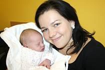 VIKTORIE SLAVÍKOVÁ.   Malá slečna spatřila světlo světa 24. října v 15.38 hodin. Vážila 3,88 kilogramu a měřila 49 centimetrů.  S rodiči Jitkou a Lukášem bude doma v Širokém Dole.